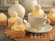Рецепта Кокосови къпкейкове Рафаело с глазура с пудра захар